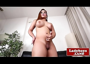 Curvy tranny shows her ass and jerks withdraw