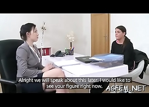 Hard fuck makes female spokeswoman squawk