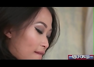 Oriental Milf bonks youthful Russian babe(PussyKat &amp_ Sofi Goldfinger) 03 mov-02